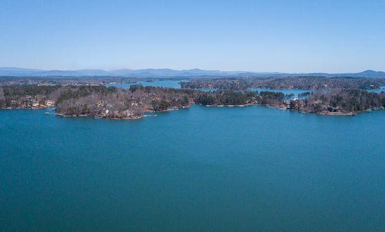 Photo of Lake Keowee