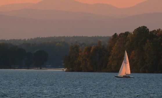 Photo of Lake Keowee