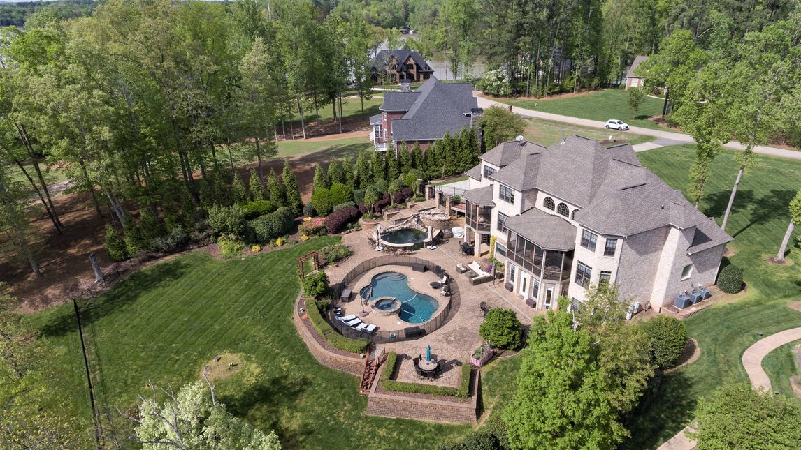 5589 Creole Road Lake Wylie, SC 29710
