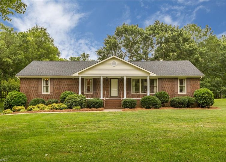 160 Roquemore Road Clemmons, NC 27012
