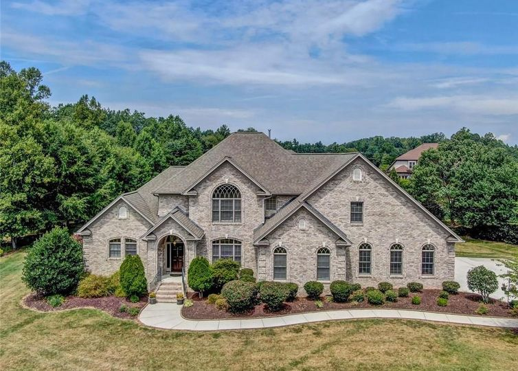 7591 Haw Meadows Drive Kernersville, NC 27284