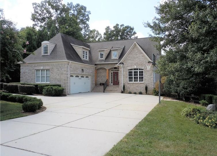 484 Hiatts Drive Greensboro, NC 27455