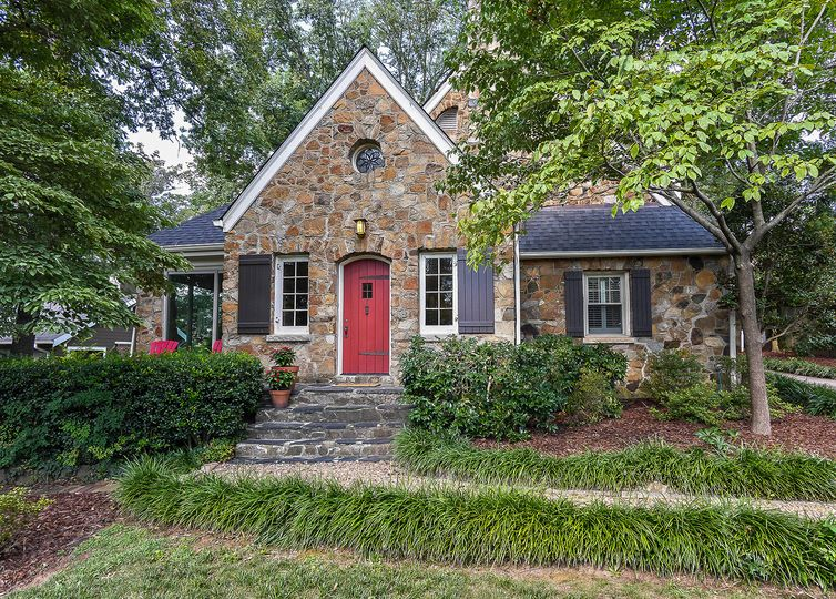 2425 Sharon Road Charlotte, NC 28211