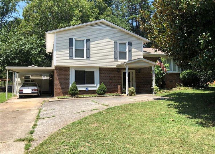 208 Foxcroft Drive Winston Salem, NC 27103