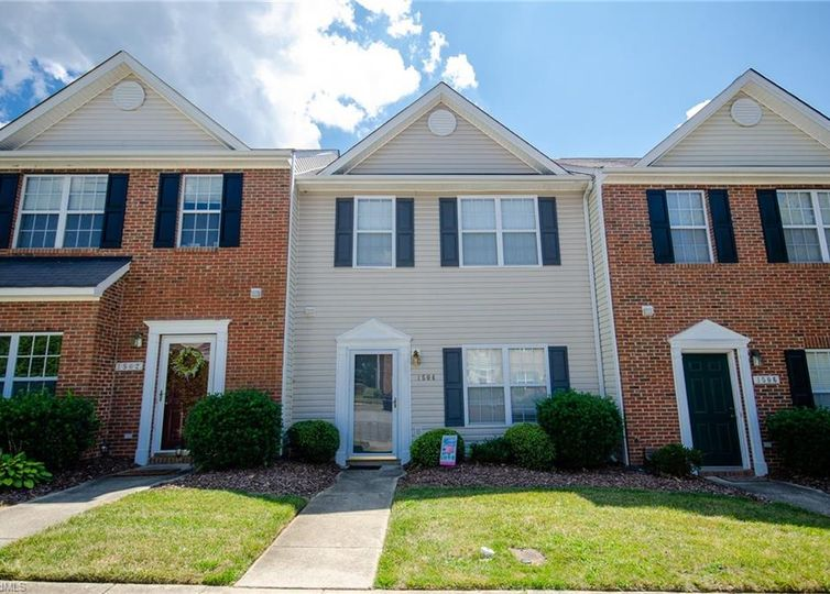 1504 Chelsea Square Archdale, NC 27263