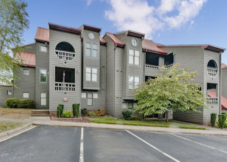 9037 J M Keynes Drive #31 Charlotte, NC 28262