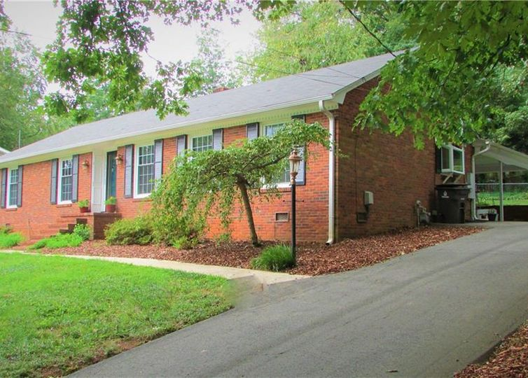 3211 Kinnamon Road Winston Salem, NC 27104