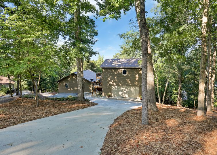 110 Indian Court Westminster, SC 29693