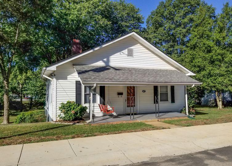 407 Dingler Avenue Mooresville, NC 28115