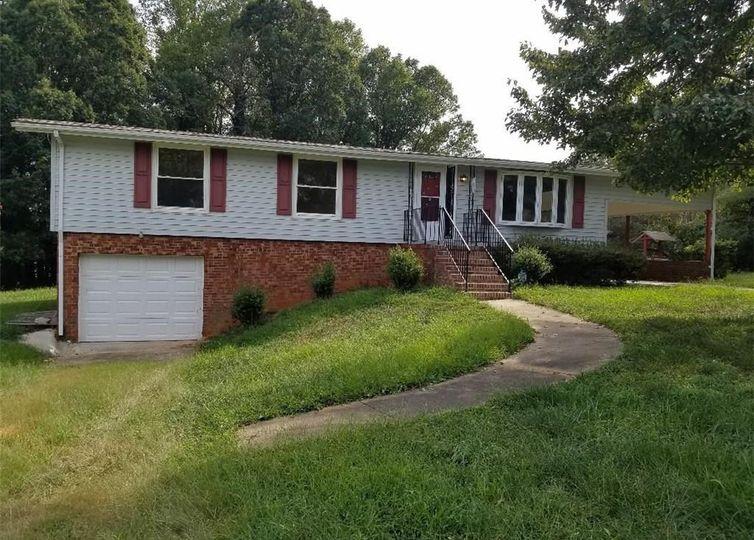 195 Hampton Road Winston Salem, NC 27103