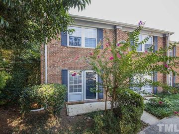 126 Chaucer Court Carrboro, NC 27510 - Image 1