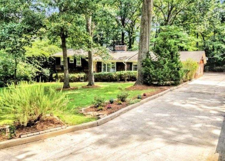 328 Lake Forest Drive Spartanburg, SC 29307