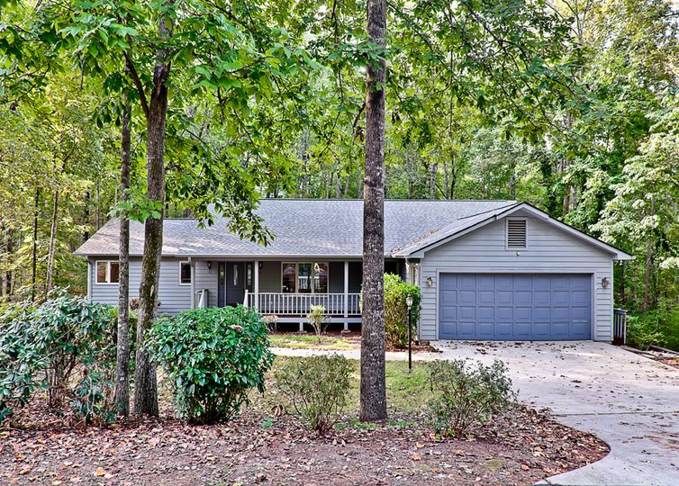 17 Commodore Drive Salem, SC 29676