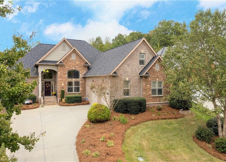2013 Muirfield Place Clemmons, NC 27012