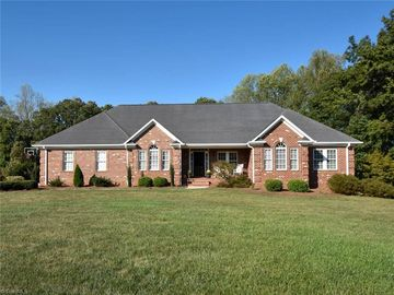 328 Greenfield Court Lexington, NC 27295 - Image 1