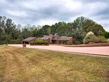 391 Lake Hill Drive Thomasville, NC 27292 - Image 1