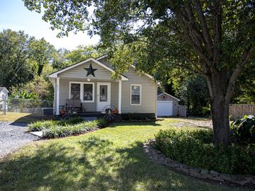 211 W Parkwood Street Stanley, NC 28164 - Image 1