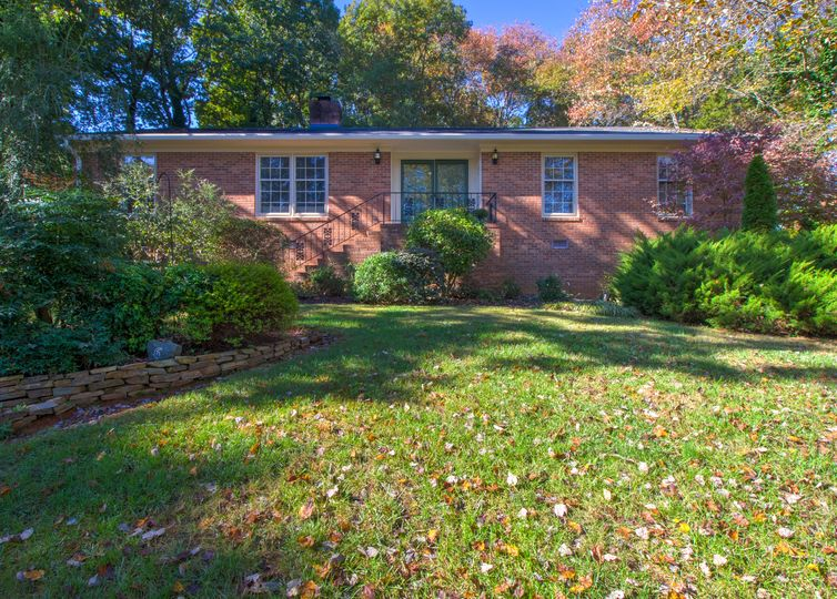 6 Forest Valley Court Greensboro, NC 27410