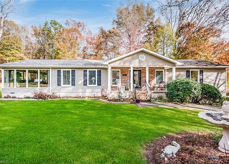3851 Overview Drive Clemmons, NC 27012