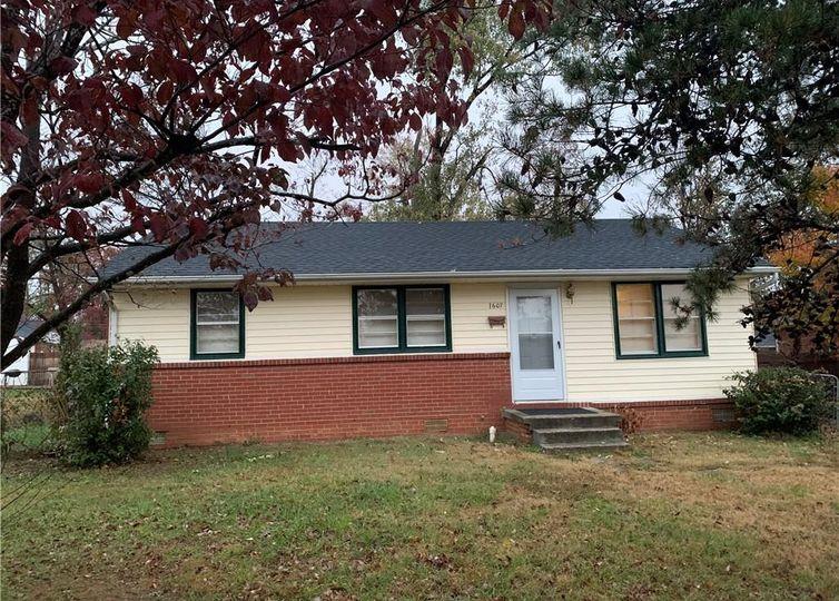 1607 Eastwood Avenue Greensboro, NC 27401