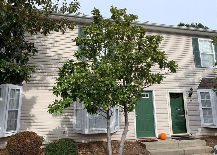 17 Grassy Knoll Circle Greensboro, NC 27406