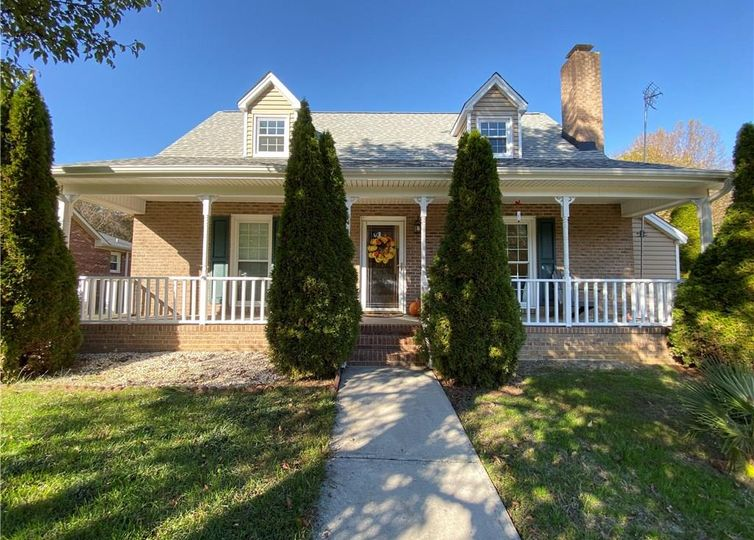 1529 Trinity Garden Circle Clemmons, NC 27012