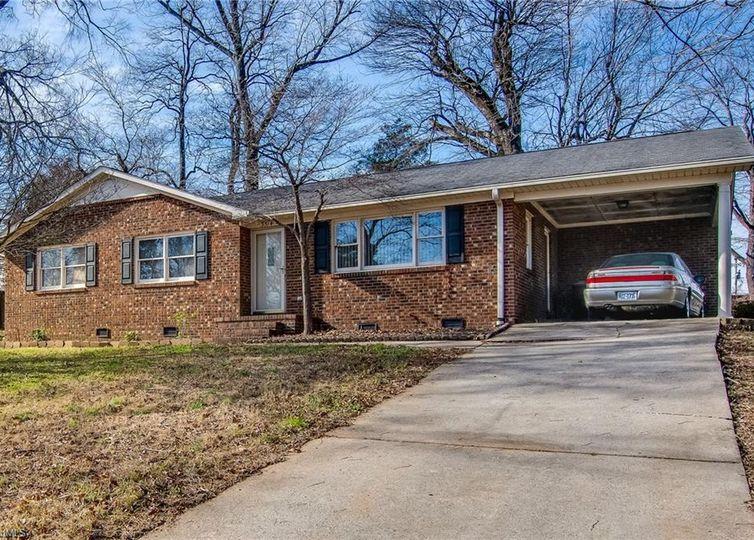 3514 Ravendale Drive Greensboro, NC 27406