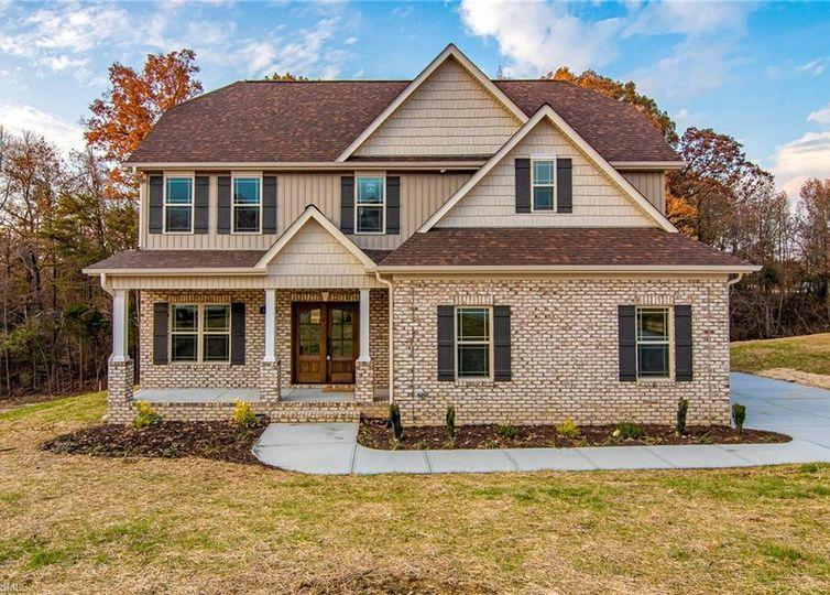 5520 E Hiddenbrook Drive Mcleansville, NC 27301