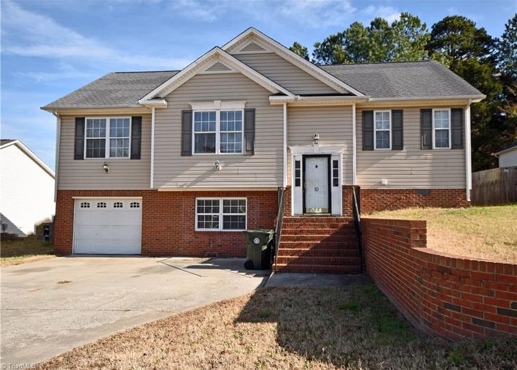 10 Collin Lane Thomasville, NC 27360