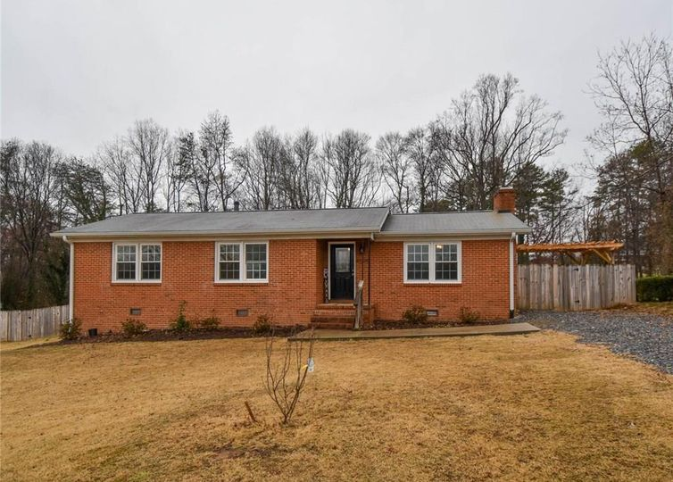 8504 Arapahoe Drive Stokesdale, NC 27357