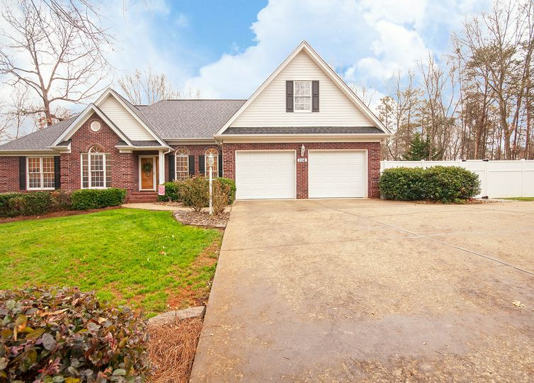 116 Club Ridge Drive Pickens Pickens, SC 29671