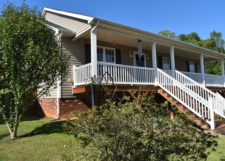 109 Arbridge Court Mount Holly, NC 28120