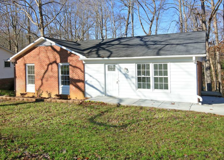 414 Woodhaven Drive Burlington, NC 27217