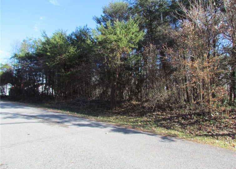 417 Crestline Drive High Point, NC 27260