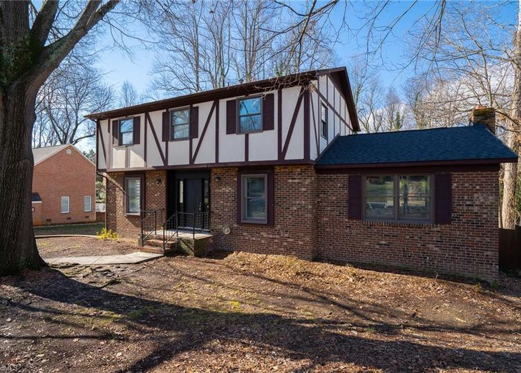 1227 Dovershire Place High Point, NC 27262