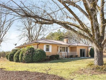 1220 W Oak Highway Westminster, SC 29693 - Image 1