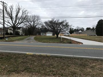 3913 Robinhood Road Winston Salem, NC 27106 - Image