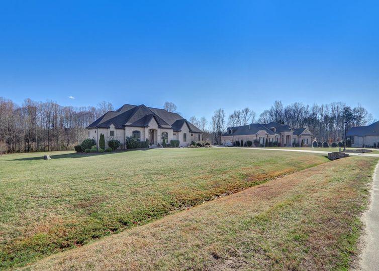 6635 Linville Ridge Drive photo #1