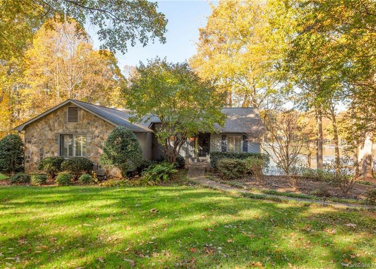 15827 Pineknoll Lane Huntersville, NC 28078