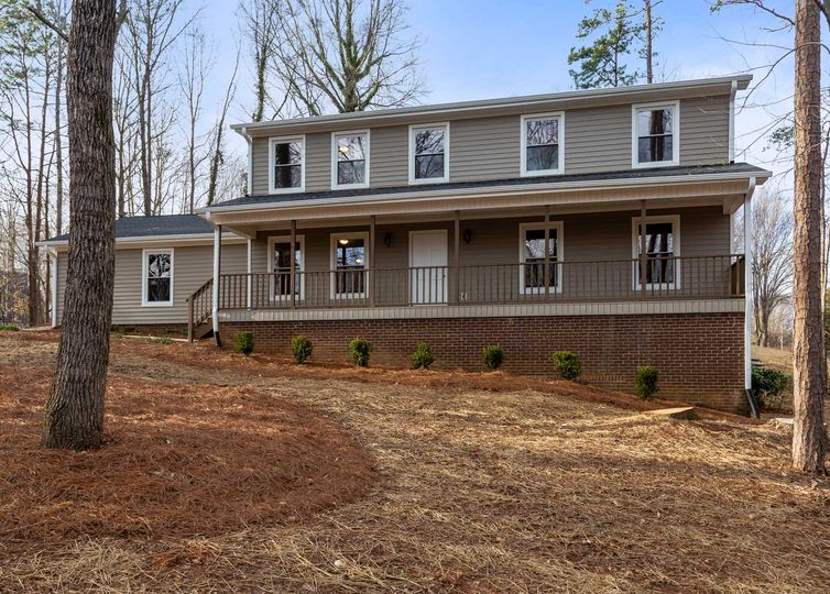3635 N Lakeshore Drive Clemmons, NC 27012