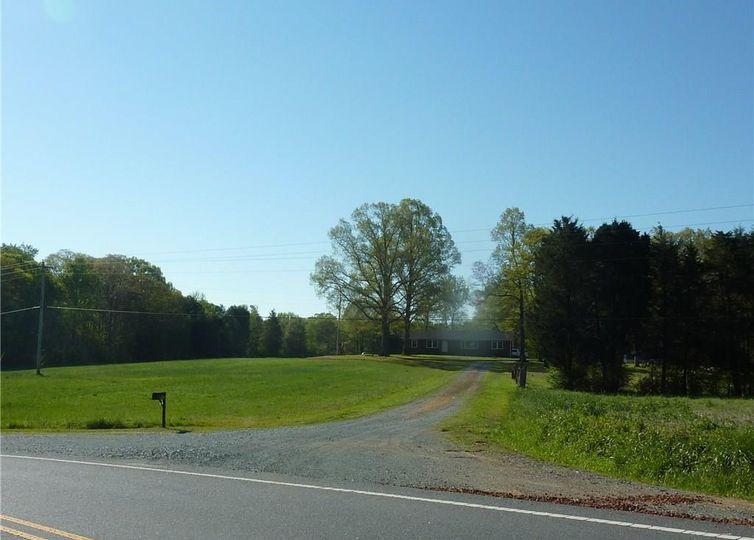 2816 Stevens Mill Road Matthews, NC 28104