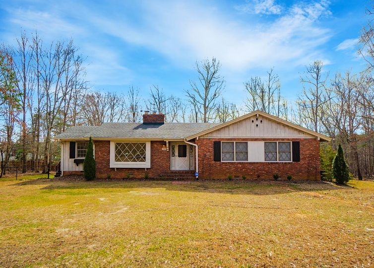 570 S Buckhorn Road - Greenville, SC 29609