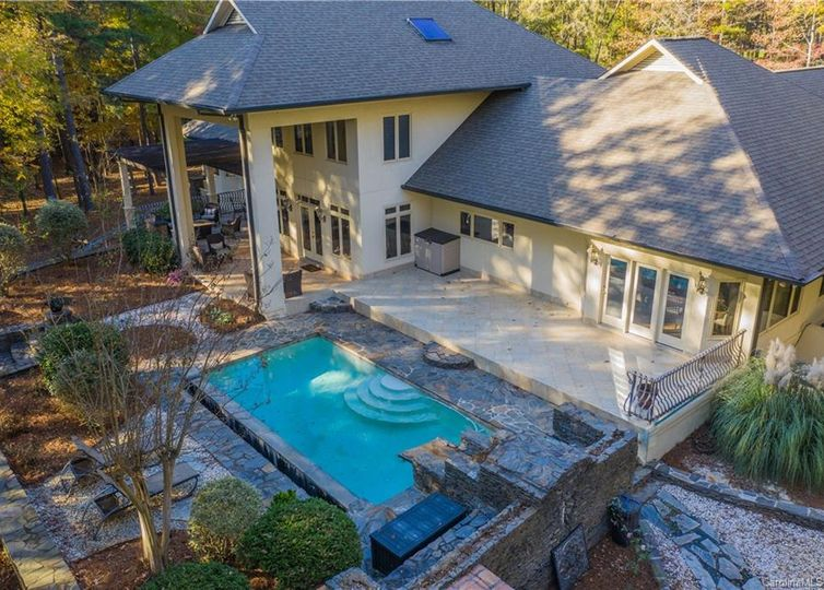 1609 Walden Pond Lane Waxhaw, NC 28173