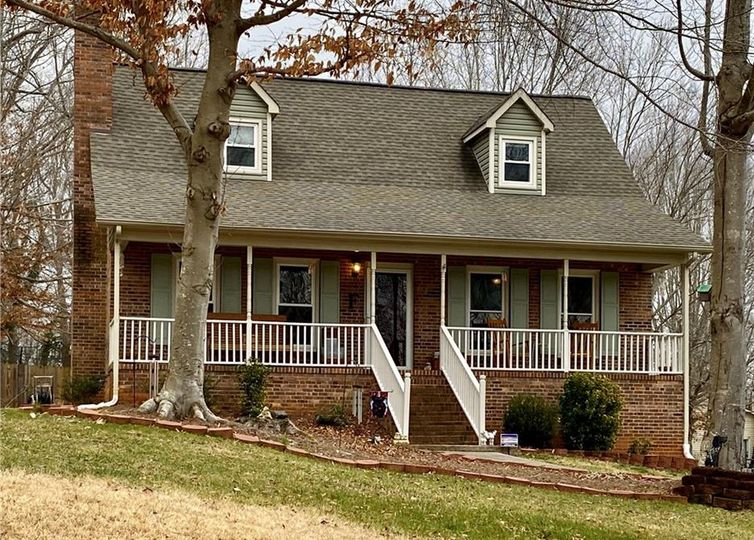 1533 Oak Creek Court Clemmons, NC 27012