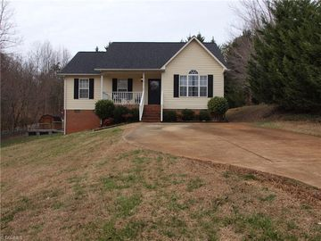113 Conifer Court King, NC 27021 - Image 1