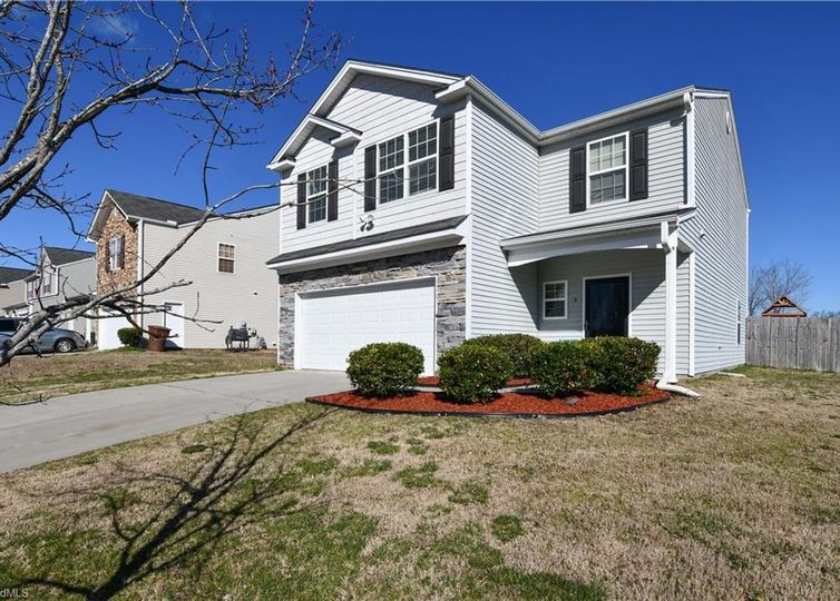 9 Cliffview Court Mcleansville, NC 27301