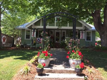 328 W Sycamore Street Lincolnton, NC 28092 - Image 1