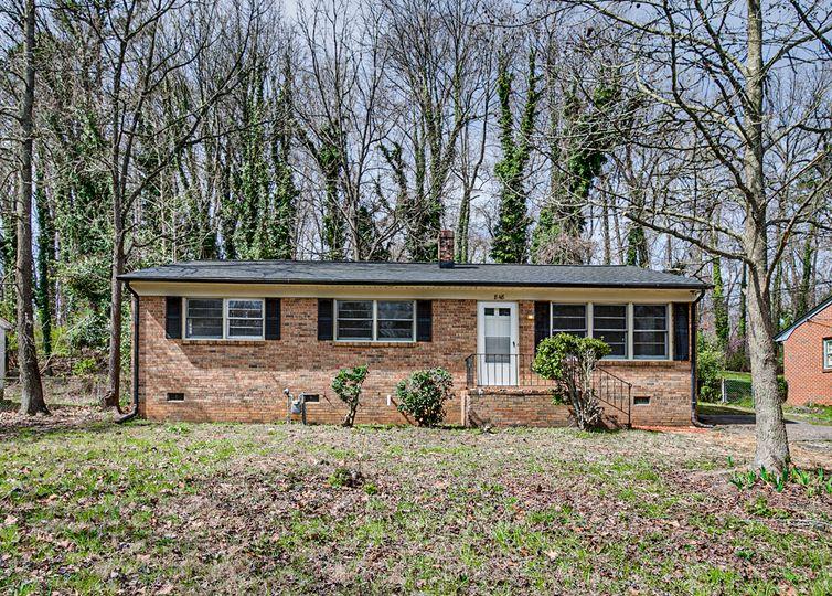 848 Dogwood Circle High Point, NC 27260