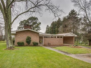 614 Lakeview Drive Thomasville, NC 27360 - Image 1
