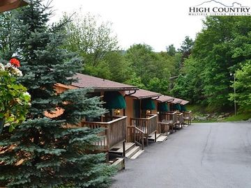 220 Charter Hills Road Beech Mountain, NC 28604 - Image
